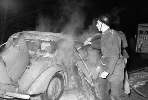 ARH NL Dierssen 1163/0017, 1. Einsatz des neuen Tanklöschfahrzeugs bei einem Fahrzeugbrand, Steinkrug, 1952