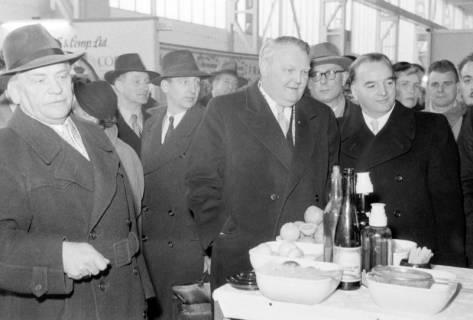 ARH NL Dierssen 1175/0001, Ludwig Erhard auf der Industriemesse, Hannover, 1952