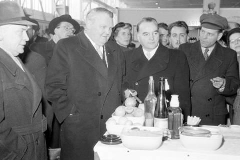 ARH NL Dierssen 1175/0002, Ludwig Erhard auf der Industriemesse, Hannover, 1952