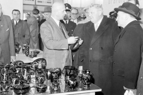 ARH NL Dierssen 1175/0005, Ludwig Erhard auf der Industriemesse, Hannover, 1952