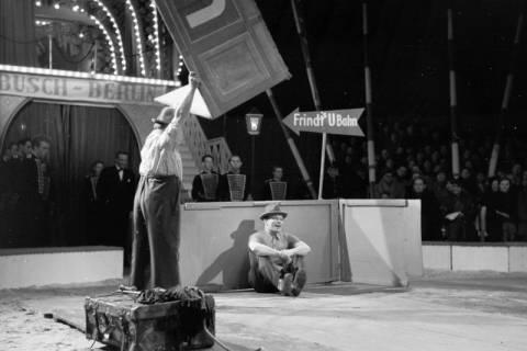 """ARH NL Dierssen 1178/0017, """"Frindt's U-Bahn"""" im Cirkus Busch aus Berlin, Seesen, 1952"""