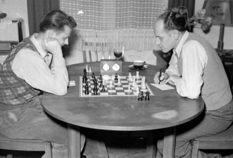 ARH NL Dierssen 1179/0002, Schachspieler, Eimbeckhausen, 1952
