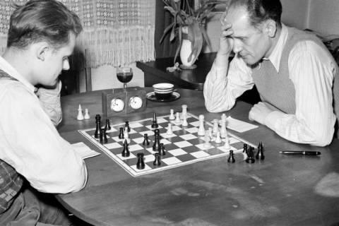ARH NL Dierssen 1179/0003, Schachspieler, Eimbeckhausen, 1952