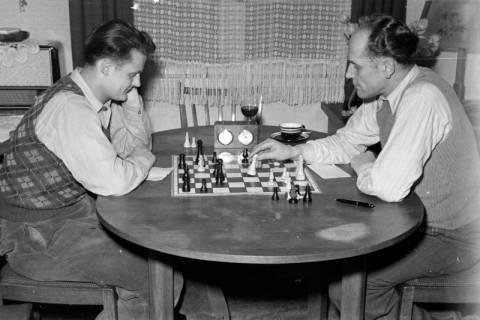 ARH NL Dierssen 1179/0004, Schachspieler, Eimbeckhausen, 1952