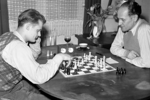 ARH NL Dierssen 1179/0005, Schachspieler, Eimbeckhausen, 1952