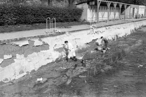 ARH NL Dierssen 1179/0015, Ausbesserung der Badeanstalt, Springe, 1952
