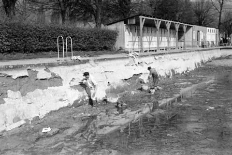 ARH NL Dierssen 1179/0016, Ausbesserung der Badeanstalt, Springe, 1952