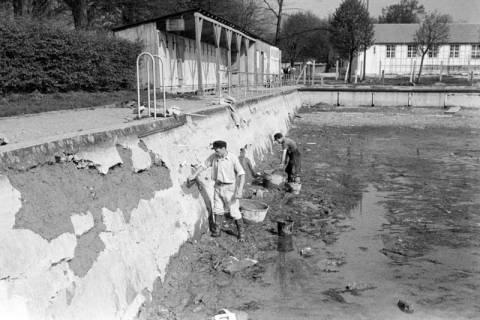 ARH NL Dierssen 1179/0017, Ausbesserung der Badeanstalt, Springe, 1952