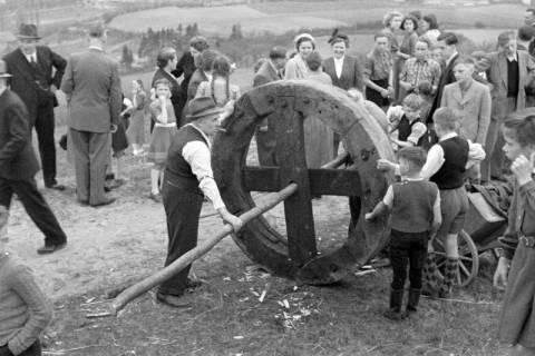 ARH NL Dierssen 1180/0015, Osterfeuerräder, Lügde, 1952