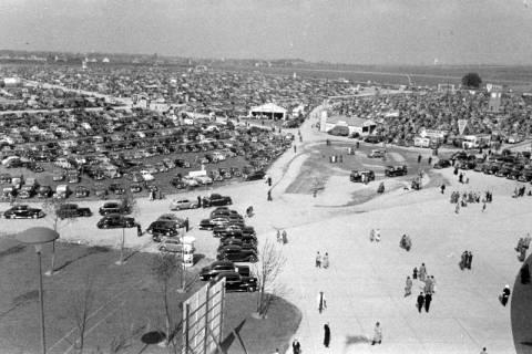 ARH NL Dierssen 1182/0004, Parkplätze bei der Hannover-Messe, Hannover, 1952