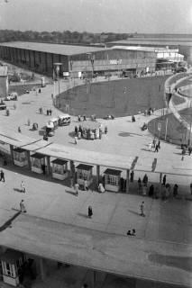 ARH NL Dierssen 1182/0005, Eingang von Halle 7 auf der Hannover-Messe, Hannover, 1952