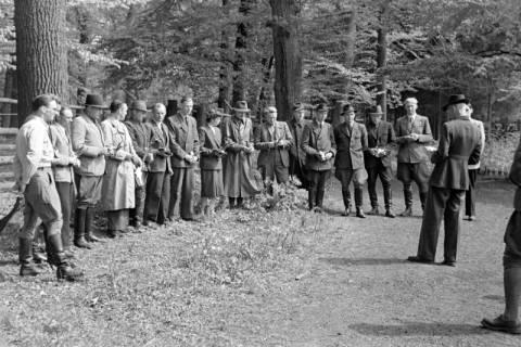 ARH NL Dierssen 1183/0005, Jägerprüfung im Saupark, Springe, 1952