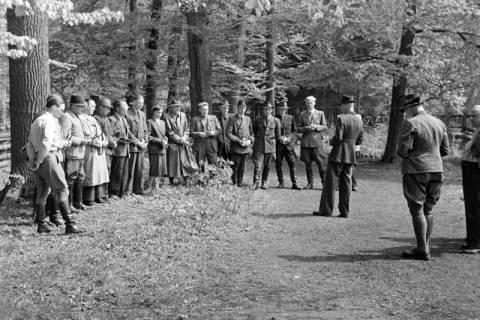 ARH NL Dierssen 1183/0006, Jägerprüfung im Saupark, Springe, 1952