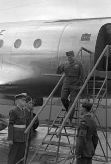 ARH NL Dierssen 1198/0005, Ankunft von General Matthew B. Ridgway (US Army), Bückeburg, 1952