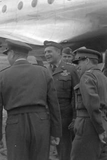 ARH NL Dierssen 1198/0006, Ankunft von General Matthew B. Ridgway (US Army), Bückeburg, 1952