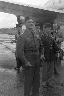 ARH NL Dierssen 1198/0008, Ankunft von General Matthew B. Ridgway (US Army), Bückeburg, 1952