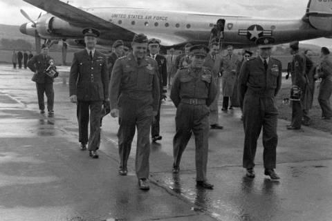 ARH NL Dierssen 1198/0009, Ankunft von General Matthew B. Ridgway (US Army), Bückeburg, 1952