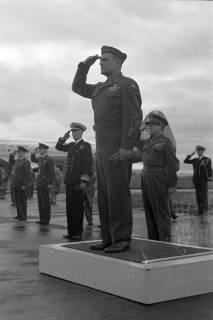 ARH NL Dierssen 1198/0011, Ankunft von General Matthew B. Ridgway (US Army), Bückeburg, 1952