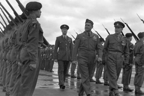 ARH NL Dierssen 1198/0014, Ankunft von General Matthew B. Ridgway (US Army), Bückeburg, 1952