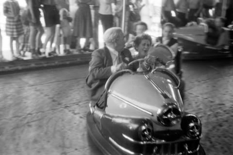 ARH NL Dierssen 1199/0009, Hinrich Wilhelm Kopf auf dem Schützenfest, Hannover, 1952