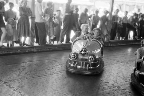 ARH NL Dierssen 1199/0010, Hinrich Wilhelm Kopf auf dem Schützenfest, Hannover, 1952