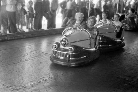 ARH NL Dierssen 1199/0011, Hinrich Wilhelm Kopf auf dem Schützenfest, Hannover, 1952