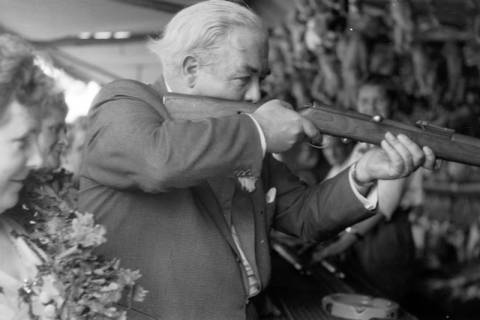 ARH NL Dierssen 1199/0012, Hinrich Wilhelm Kopf auf dem Schützenfest, Hannover, 1952