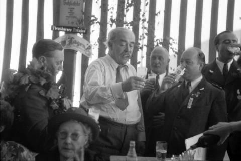 ARH NL Dierssen 1199/0014, Hinrich Wilhelm Kopf auf dem Schützenfest, Hannover, 1952