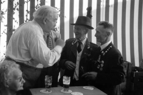 ARH NL Dierssen 1199/0016, Hinrich Wilhelm Kopf auf dem Schützenfest, Hannover, 1952