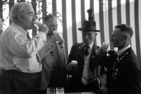 ARH NL Dierssen 1199/0017, Hinrich Wilhelm Kopf auf dem Schützenfest, Hannover, 1952