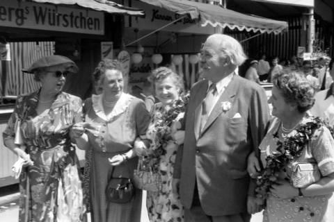 ARH NL Dierssen 1199/0018, Hinrich Wilhelm Kopf auf dem Schützenfest, Hannover, 1952