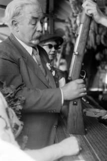 ARH NL Dierssen 1199/0019, Hinrich Wilhelm Kopf auf dem Schützenfest, Hannover, 1952