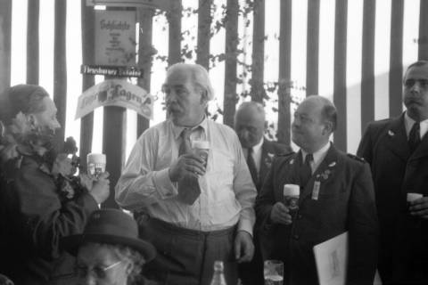 ARH NL Dierssen 1199/0021, Hinrich Wilhelm Kopf auf dem Schützenfest, Hannover, 1952