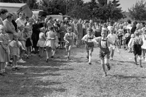 ARH NL Dierssen 1199/0024, Kinderschützenfest, Eldagsen, 1952