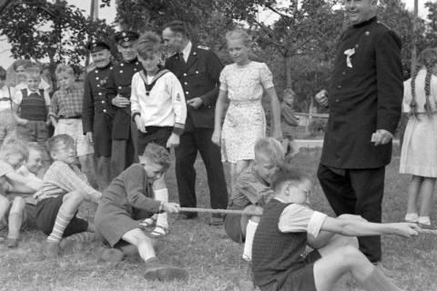 ARH NL Dierssen 1199/0026, Kinderschützenfest, Eldagsen, 1952