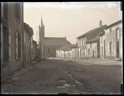 ARH NL Kageler 4, 1. Weltkrieg, Straße und Kirche in Gravelotte, Frankreich, zwischen 1914/1918