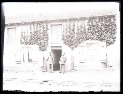 ARH NL Kageler 14, 1. Weltkrieg, Soldaten vor einem Haus, Frankreich, zwischen 1914/1918