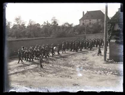 ARH NL Kageler 31, 1. Weltkrieg, Soldaten marschieren, Frankreich, zwischen 1914/1918
