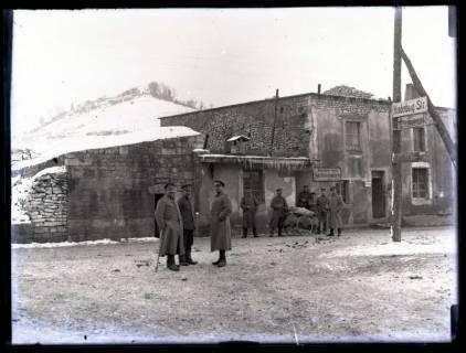 ARH NL Kageler 36, 1. Weltkrieg, Soldaten vor einer Kantine, Frankreich, zwischen 1914/1918