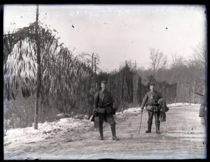 ARH NL Kageler 42, 1. Weltkrieg, Soldaten vor Tarnnetzen, Frankreich, zwischen 1914/1918