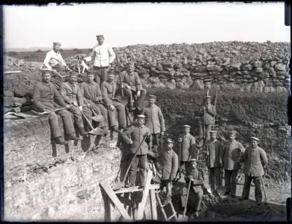 ARH NL Kageler 173, 1. Weltkrieg, großer Unterstand im Bau, Frankreich, zwischen 1914/1918