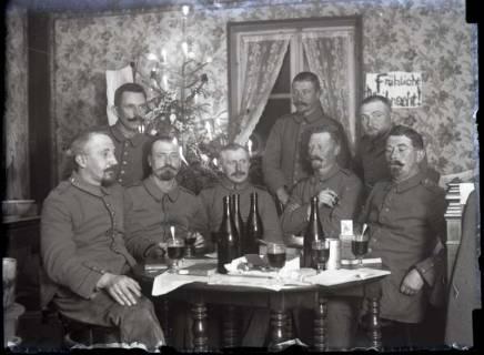 """ARH NL Kageler 234, 1. Weltkrieg, Weihnachten 1915 im Quartier von ,,Goldenen Roß"""" in Gravelotte, Frankreich, 1915"""