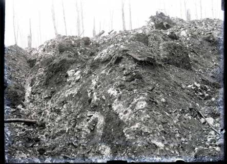 ARH NL Kageler 237, 1. Weltkrieg, Zerschossener Graben, Maashöhen, Frankreich, zwischen 1914/1918