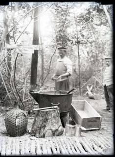 ARH NL Kageler 256, 1. Weltkrieg, Seifensieder im Wald bei Unterhofen (Secourt), Frankreich, zwischen 1914/1918