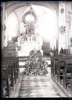 ARH NL Kageler 261, 1. Weltkrieg, Aufbahrung in der Kirche von Unterhofen (Secourt), Frankreich, zwischen 1914/1918