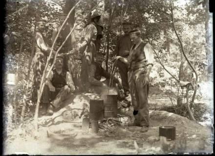 ARH NL Kageler 267, 1. Weltkrieg, Wäschekochen im Wald bei Unterhofen (Secourt), Frankreich, zwischen 1914/1918