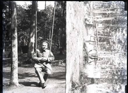 ARH NL Kageler 268, 1. Weltkrieg, August Kageler auf Schaukel, Frankreich, zwischen 1914/1918
