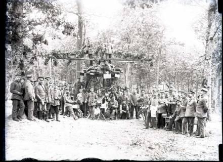 ARH NL Kageler 271, 1. Weltkrieg, Soldaten vor einem Karussell, Frankreich, zwischen 1914/1918