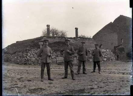 ARH NL Kageler 276, 1. Weltkrieg, Soldaten vor Schutzstellung, Frankreich, zwischen 1914/1918