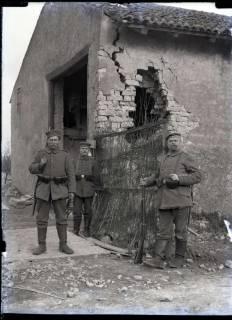 ARH NL Kageler 279, 1. Weltkrieg, Soldaten vor Unterkunft?, Frankreich, zwischen 1914/1918